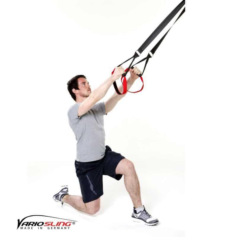 Sling-Trainer-Beinübungen-Einbeinige Kniebeuge mit Kick-01