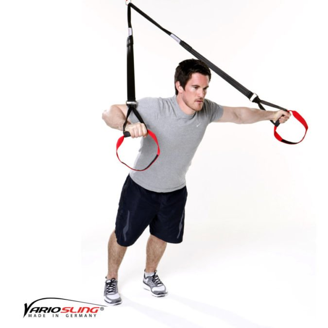 Sling-Trainer Brustübung - Chest Press gestreckt eine Hand Fly