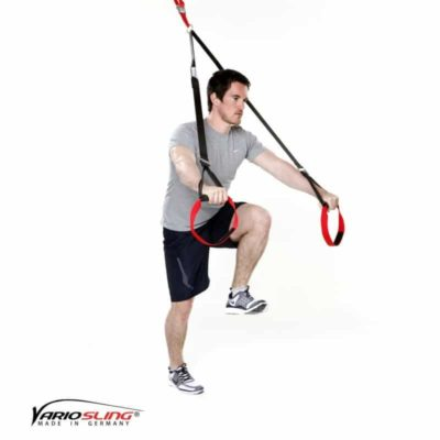 Sling-Trainer Brustübung - Chest Press halten mit Knie zur Brust
