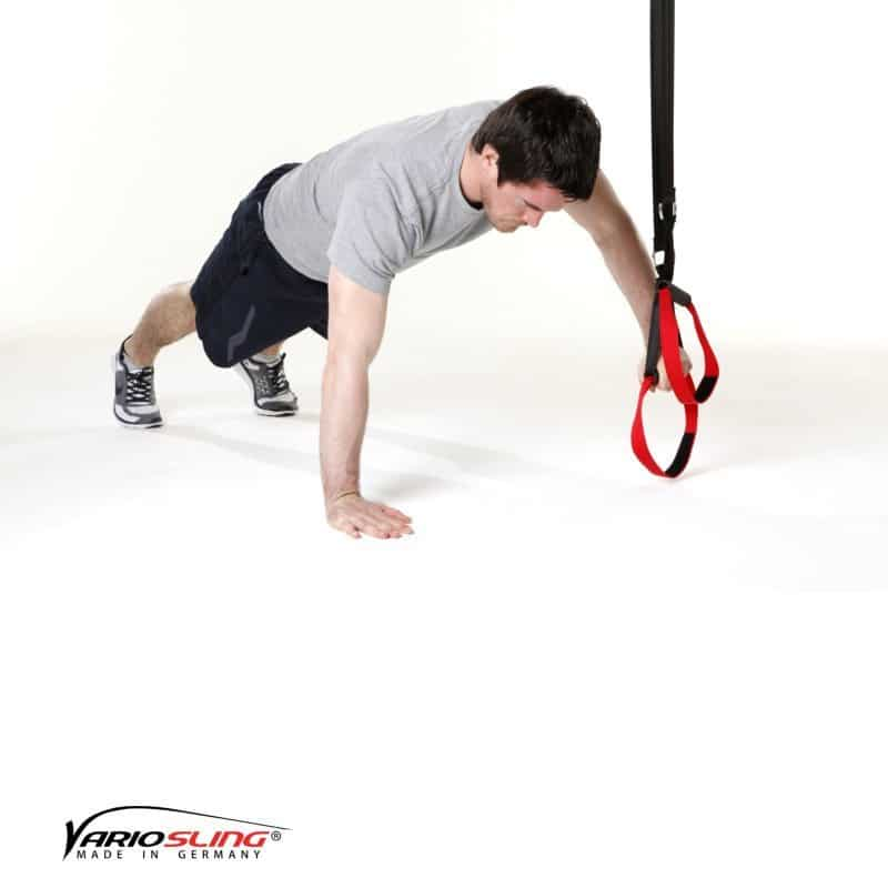 Sling-Trainer-Brustübungen-Push-up eine Hand am Griff-01