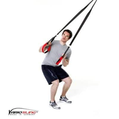 Sling-Trainer Rückentraining – Golfrotation: Arme gebeugt und beieinander