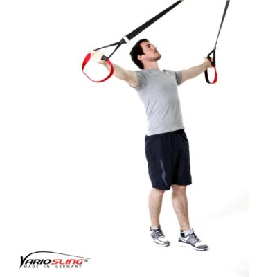 Sling-Trainer Schulterübung – Butterfly Reverse mit versetzten Füßen