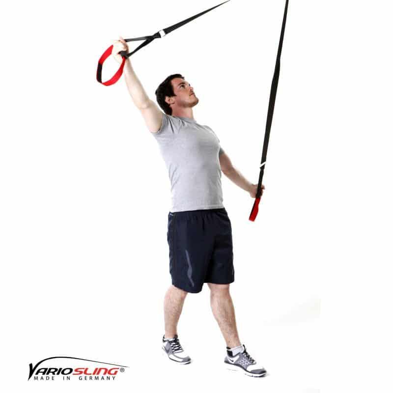Sling-Trainer-Schulterübungen-Butterfly Reverse mit versetzten Füßen und diagonalen Armen-01