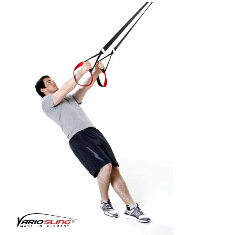 Sling-Trainer-Schulterübungen-Butterfly Reverse mit versetzten Füßen und diagonalen Armen-02