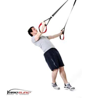 Sling-Trainer Schulterübung – Butterfly Reverse mit versetzten Füßen und einarmig