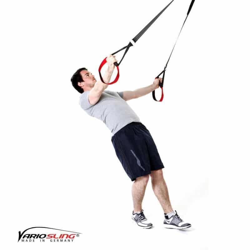 Sling-Trainer-Schulterübungen-Butterfly Reverse mit versetzten Füßen und einarmig-02