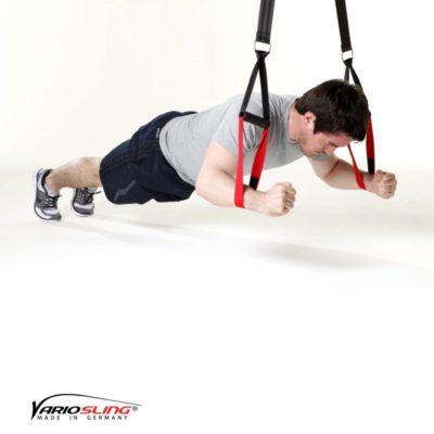 Sling-Trainer Bauchübung –  Knee Ab Beetle mit Armen auseinander, Schlaufe in Handgelenknähe