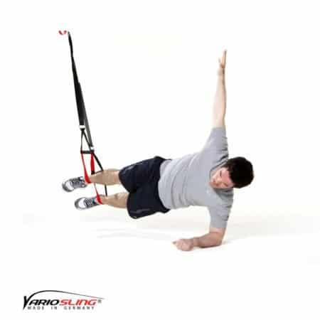 sling-trainer-bauchtraining-Sidestaby ein Arm nach oben gestreckt