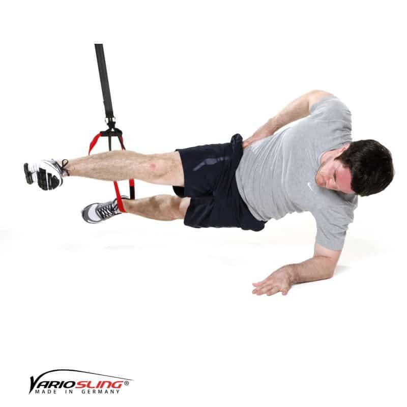 sling-trainer-bauchtraining-Sidestaby einbeinig, oberes Bein strecken-02