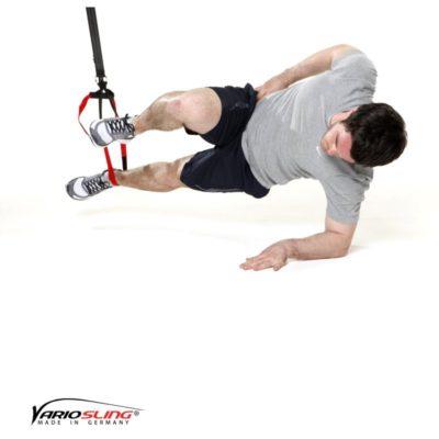 Sling-Trainer Übung – Sidestaby einbeinig oberes Knie anziehen