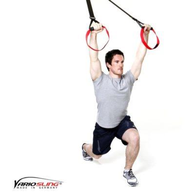 Sling-Trainer Ganzkörperübung - Ausfallschritte mit Pullover V-Form