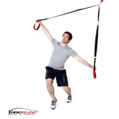 Sling-Trainer Ganzkörperübung- Golfrotation: Füße versetzt, eine Hand nach vorne