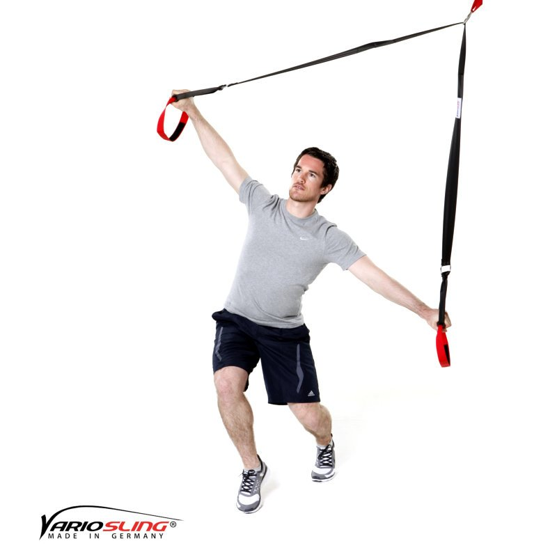 sling-trainer-uebung-ganzkoerper-golfrotation-fuesse-versetzt-02